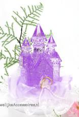 Disney Paars kristal kasteel op een witte kant ondergrond taarttopper