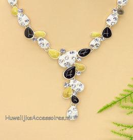 Zilveren halsketting versiert met strass steentjes