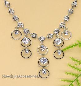 Mooie halsketting met strass stenen