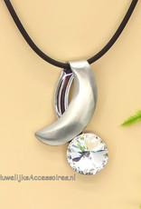 Mooie halsketting met leren koord en een facet kristal
