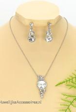 Zilveren strass ketting met bijpassende mooie oorbellen