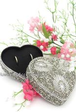 Hartvormige metalen ringen doosje met zilver kralen