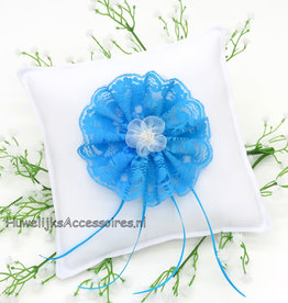 Witte trouwring kussen turquoise kanten rozet