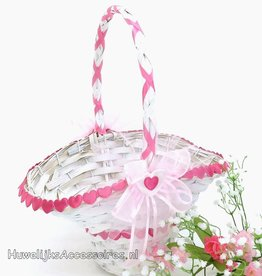 Witte rieten strooimandje met roze hartjes