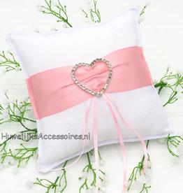 Witte trouwring kussen roze satijnen sjerp