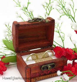 'Rustiek' houten schatkist trouwringen doosje