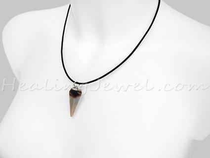 hanger punt sardonyx, veel wit, beetje zwart/terra