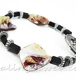 Healing Jewel edelsteen armband 'verbondenheid', met schelpkralen en blackstone rechthoekjes