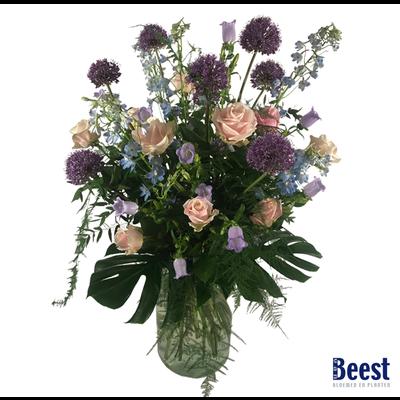 Vaasarrangement rouwbloemen lila (incl. vaas)