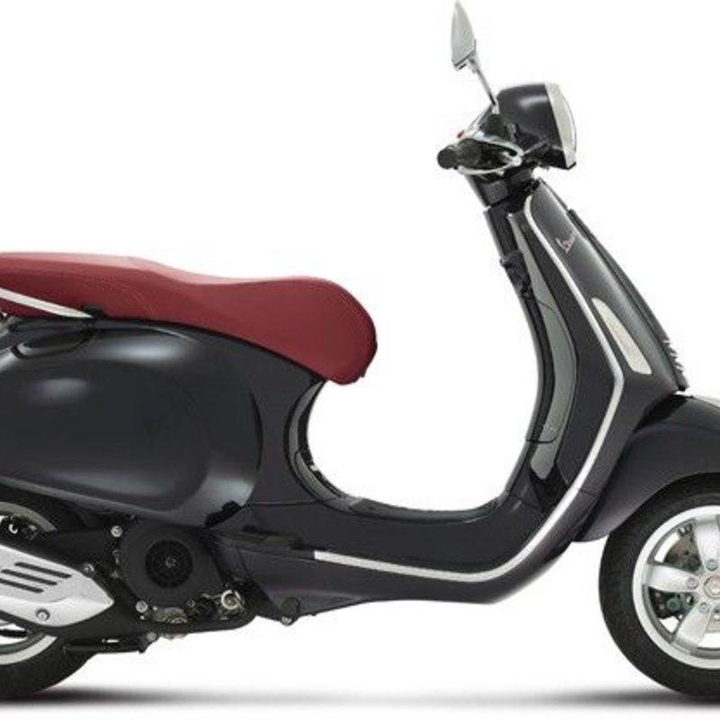 Vespa Primavera 50 4T zwart