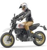 Bruder Ducati Scrambler Desert Sled met bestuurder Bruder