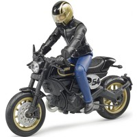 Ducati Scrambler Cafe Racer met bestuurder Bruder