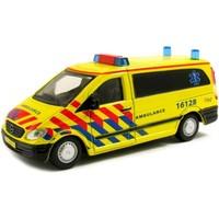 Auto Bburago Mercedes Vito ambulance schaal 1:50