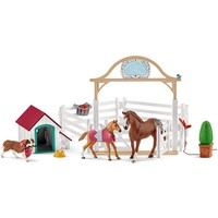 Schleich Hanna's Paardengastenverblijf met hondenhok en hond 42458 - Paard Speelfigurenset - Horse Club - 40 x 30 x 20 cm