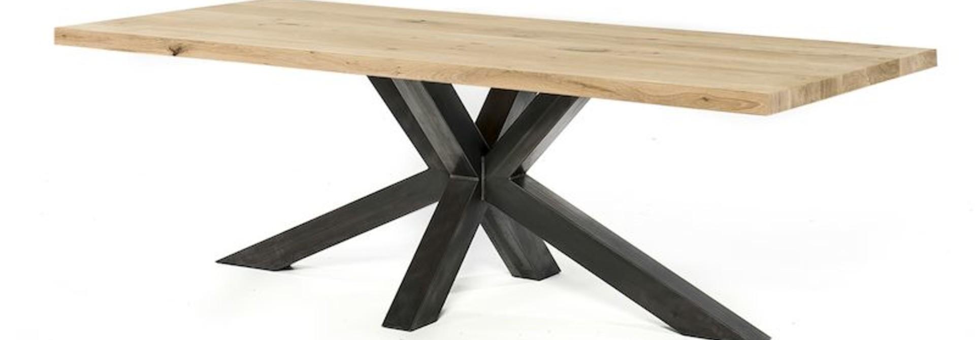 Eiken tafels   stalen onderstel   massief eiken blad