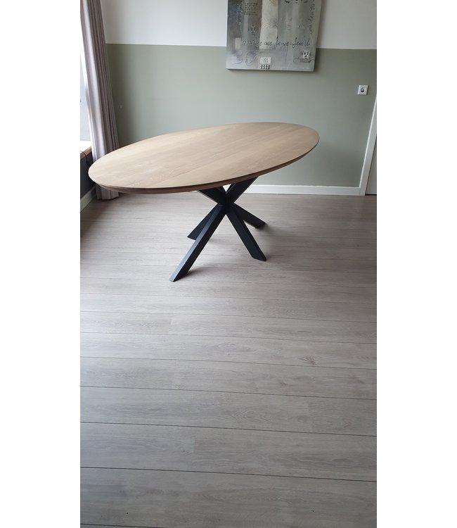 Industriële Ovale tafel | Eiken | Spinpoot | Delden