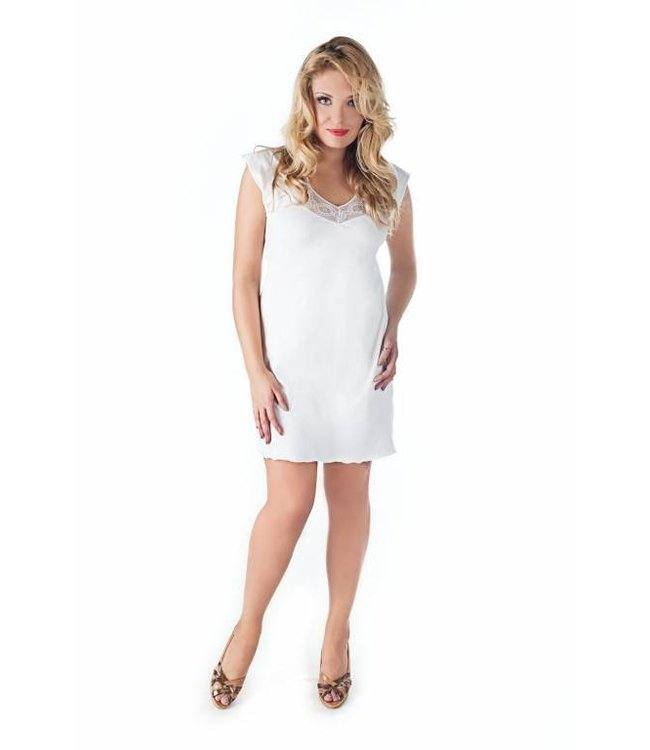 Andalea WHITE CHEMISE WITH DELICATE LACE AROUND THE DECOLLECTAGE.