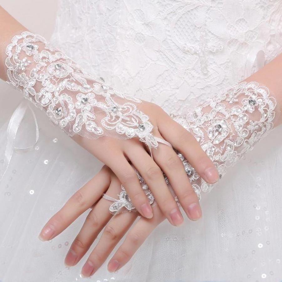 Elegante Witte Bruidshandschoenen-1