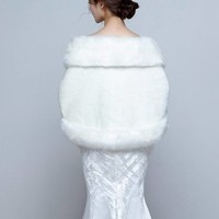 thumb-Chique Grote Cape inclusief Fonkelende Broche-3