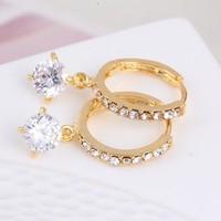 thumb-Elegante Goudkleurige Oorringen met Fonkelende Diamant-3