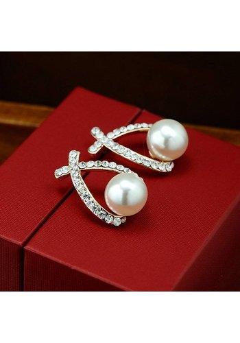Stijlvolle Goudkleurige Cross Oorbellen Diamantjes en Ivoorkleurige Parel