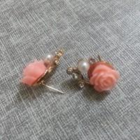 thumb-SALE - Chique Goudkleurige Oorbellen met Roze Roosje-5
