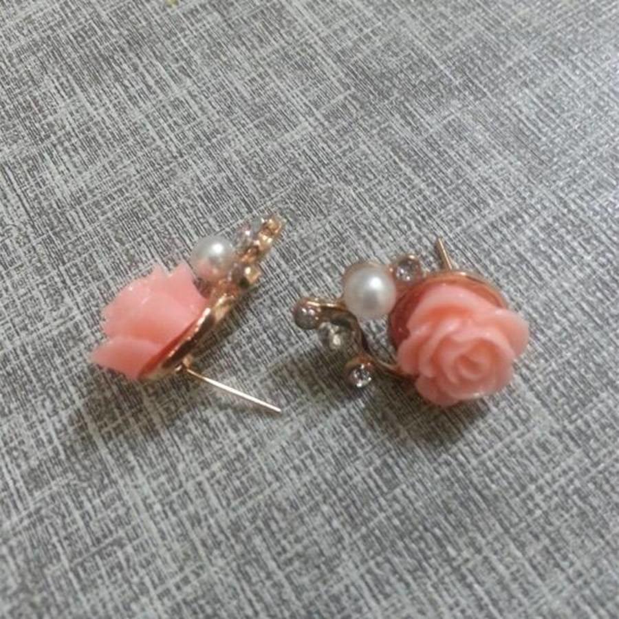 SALE - Chique Goudkleurige Oorbellen met Roze Roosje-5