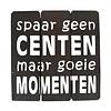 """BonTon BonTon - Houten Tekstplank / Tekstbord 20 cm """"Spaar geen centen maar goeie momenten"""" - Kleur Dark Brown"""