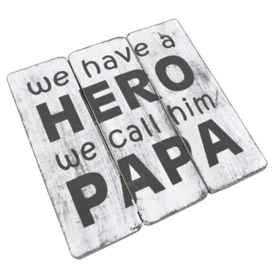 "Houten Tekstplank / Tekstbord 20cm ""We have a HERO and we call him PAPA"" - Kleur Antique White-1"