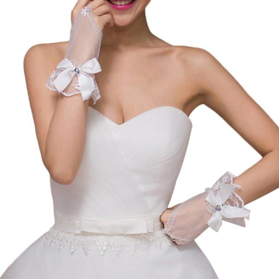 Ivoorkleurige Bruidshandschoenen  met Hartje-1