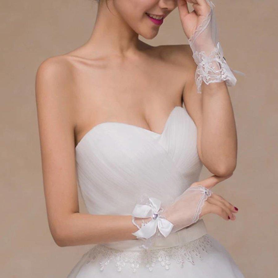 Ivoorkleurige Bruidshandschoenen  met Hartje-3