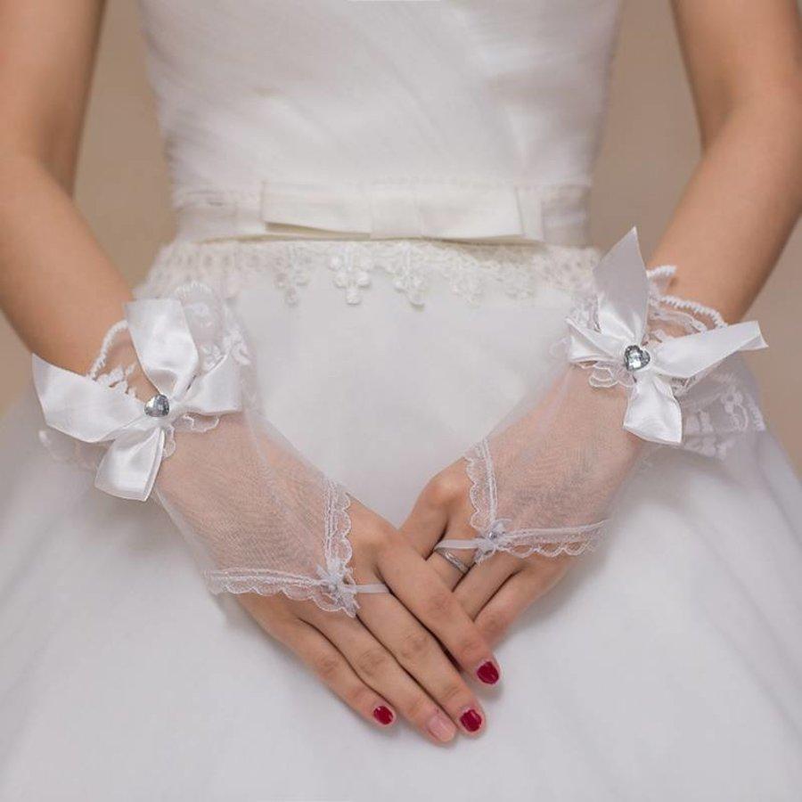 Ivoorkleurige Bruidshandschoenen  met Hartje-2