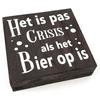 """BonTon Houten Tekstplank / Tekstbord 15cm """"Het is pas crisis als het Bier op is"""" - Kleur Antique Grey"""
