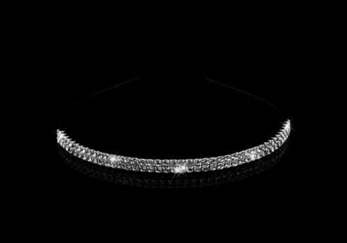Elegante Zilverkleurige Tiara / Diadeem met Fonkelende Kristallen