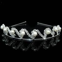 Elegante Tiara / Kroon met Ivoorkleurige Parels  en Fonkelende Kristallen
