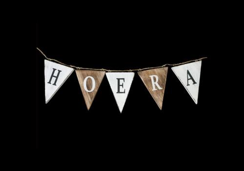 """Houten Vlaggetjes / Slinger 13 x 50 cm - """"Hoera'' - Kleur Naturel / White"""