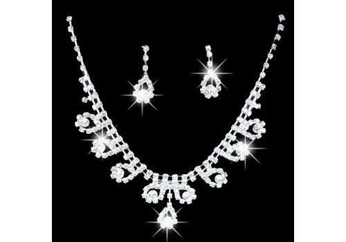 Sieradenset bewerkt met prachtige Kristallen
