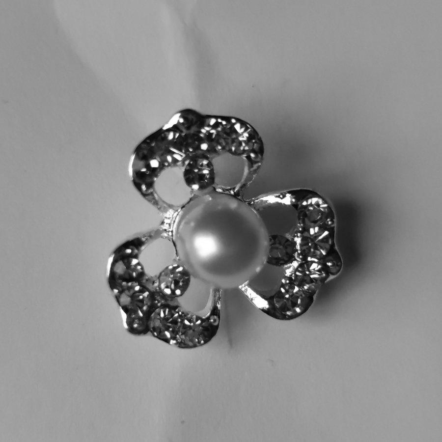PaCaZa - Zilverkleurige Hairpins - Bloem met Ivoorkleurige Parel en Diamantjes - 5 stuks-2