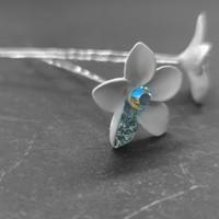 thumb-Zilverkleurige Hairpins – Bloem - Wit - Diamantjes - 2 stuks-2