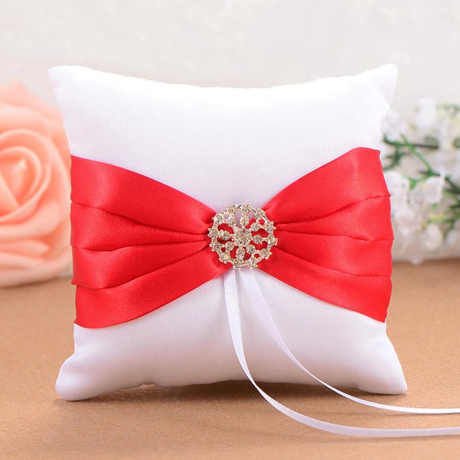 Ringkussen Wit en Rood met Fonkelende Diamant-1