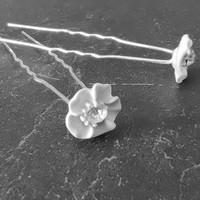 thumb-Zilverkleurige Hairpins - Wit Bloemetje met Diamant - 5 stuks-2
