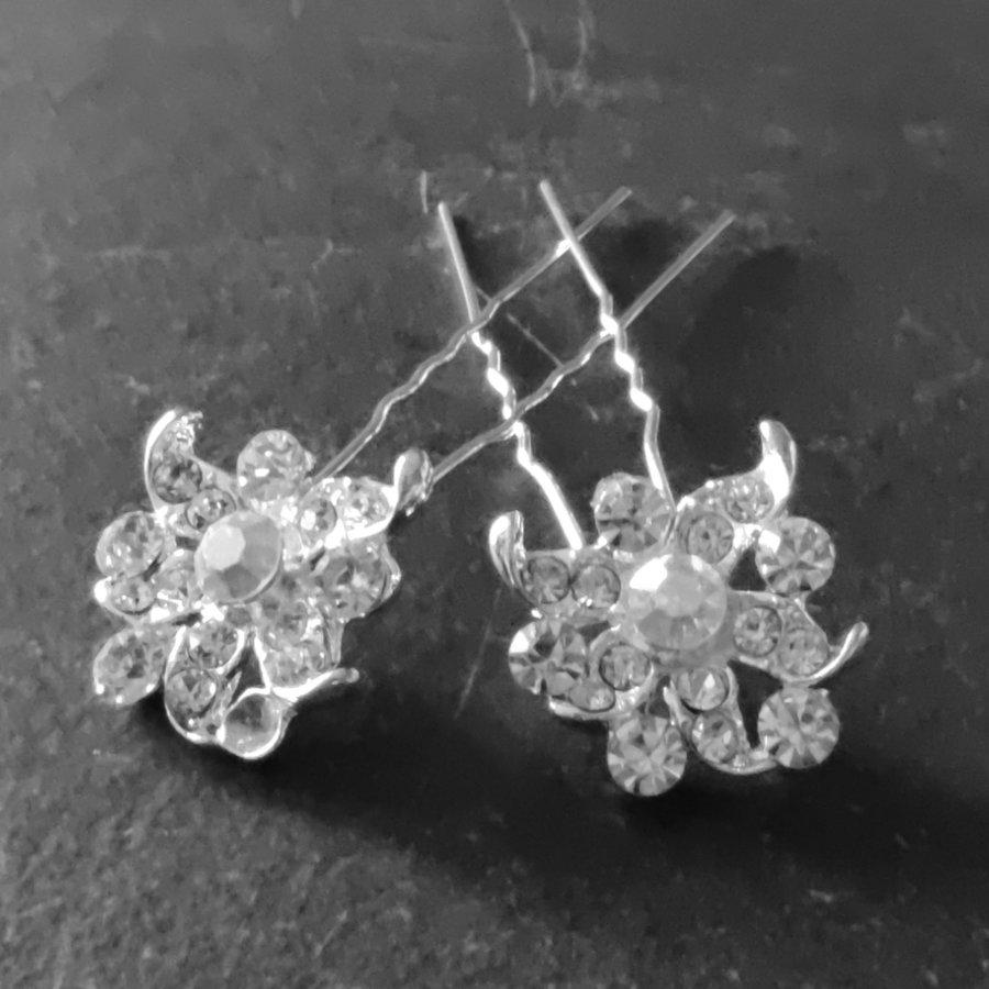 PaCaZa - Zilverkleurige Hairpins - Fonkelende Bloem met Diamantjes - 2 Stuks-6