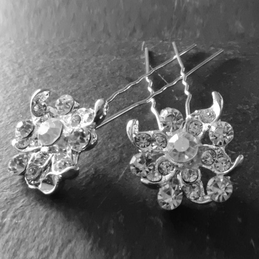 Zilverkleurige Hairpins - Fonkelende Bloem met  Diamantjes - 2 Stuks-1