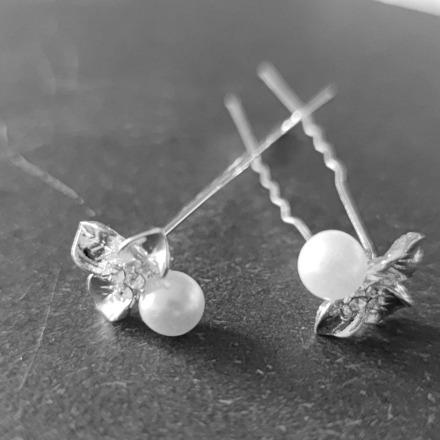 Zilverkleurige Hairpins - Blaadjes met Diamantjes en Ivoorkleurige Parel - 5 stuks-3