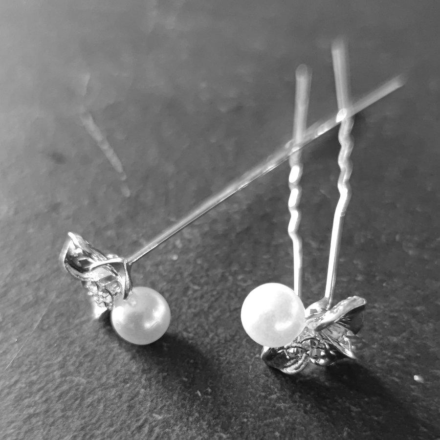 Zilverkleurige Hairpins - Blaadjes met Diamantjes en Ivoorkleurige Parel - 5 stuks-4