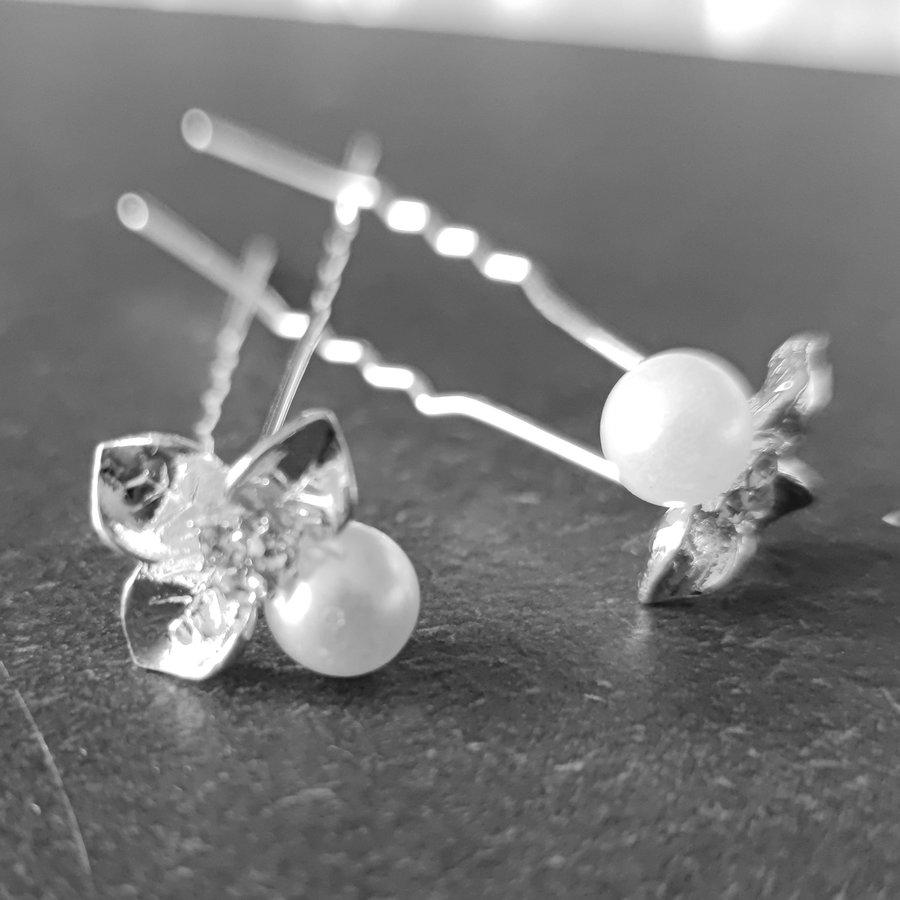 Zilverkleurige Hairpins - Blaadjes met Diamantjes en Ivoorkleurige Parel - 5 stuks-5