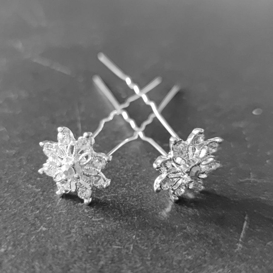 Zilverkleurige Hairpins - Fonkelende Bloem Bezaaid met Diamantjes - 5 stuks-1