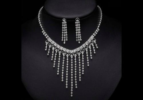Chique Fonkelende Sieraden Set met Diamanten (Ketting & Oorbellen)