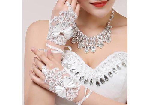 Stijlvolle Witte Bruidshandschoenen met Strikje