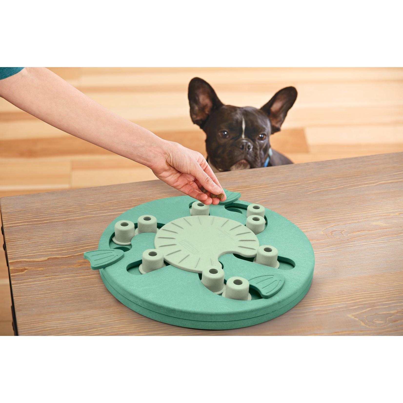 Intelligentiespel Dog Worker by Nina Ottoson
